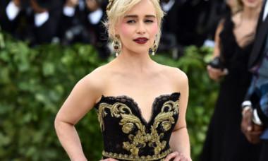 """Răspunsul Emiliei Clarke pentru cei care îi critică aparițiile nud din """"Game of Thrones"""""""