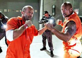 Cât de bine seamănă cascadorii lui Dwayne Johnson și Jason Statham cu actorii! Imagini senzaționale surprinse la filmări