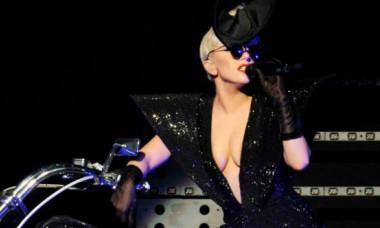 Momentul în care Lady Gaga se prăbușește de pe scenă, în timpul concertului din Vegas. VIDEO