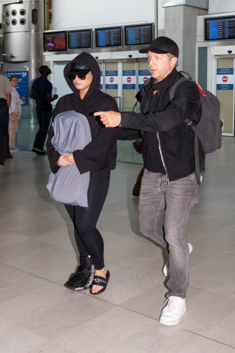 Demi Lovato arrives in Paris airport