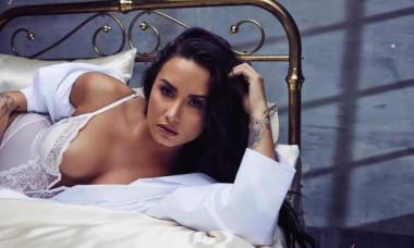 Demi Lovato a promis că nu-și mai editează fotografiile. Cum arată în cel mai recent selfie, în costum de baie