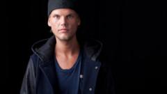 Tatăl lui Avicii a vorbit despre perioada grea de după moartea artistului | VIDEO