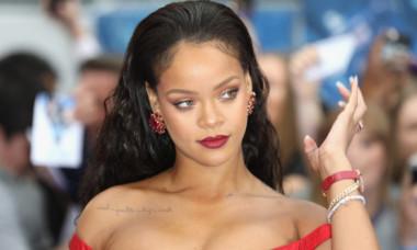 Rihanna, îmbrăcată din cap până-n picioare în dantelă transparentă. Apariția senzuală care a atras toate privirile