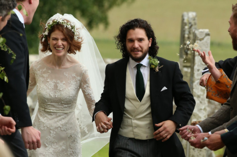 rose-leslie-kit-harington-nunta-castel-splash