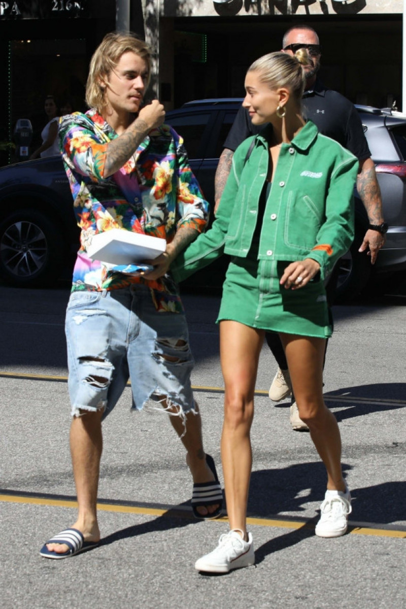 Justin Bieber and Hailey Baldwin head back to their hotel after visiting an office building