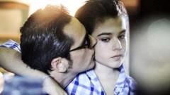 Fiul lui Ștefan Bănică seamănă leit cu tatăl său. Imagini în premieră cu Radu pe scena Teatrului de Comedie