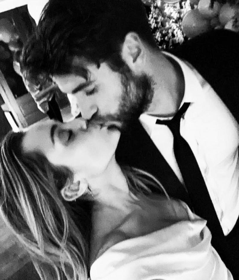 Miley-Cyrus-liam-hemsworth-sarut-nunta