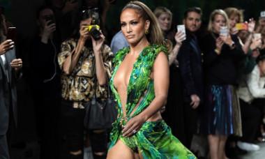 Jennifer Lopez a pozat doar în lanțuri. Imaginea provocatoare prin care JLo își promovează noul single