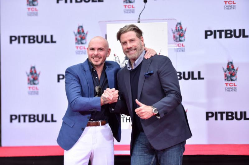 Pitbull alături de John Travolta