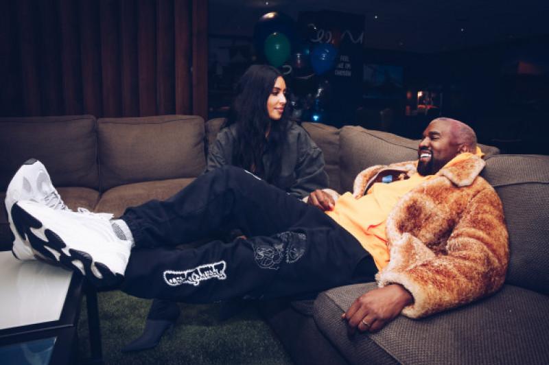 Kim Kardashian și  Kanye West la concertul lui Travis Scott din Los Angeles