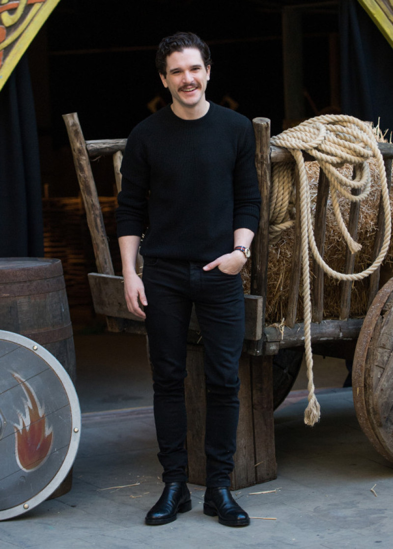 Kit Harington a apărut cu noul look la ședinșa foto pentru How to Train Your Dragon: The Hidden World