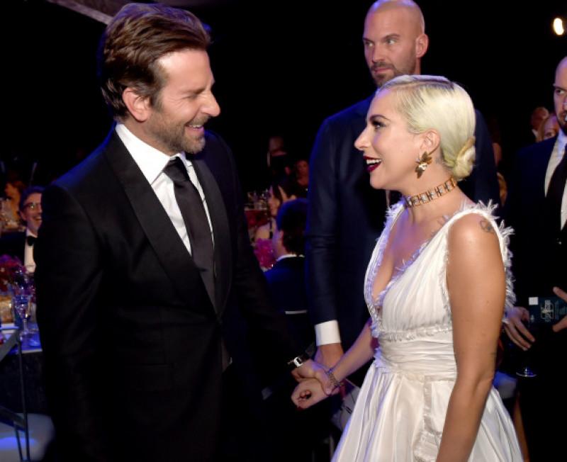 Bradley Cooper alături de Lady Gaga