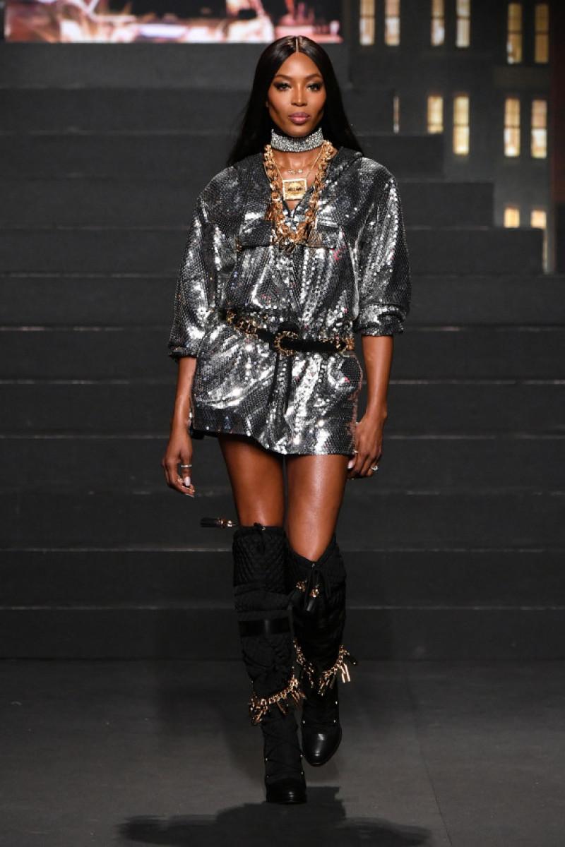 Naomi Campbell prezentare Moschino 2018