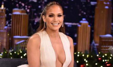Jennifer Lopez, în cel mai decoltat costum de baie. Fotografia are peste 3.000.000 de like-uri