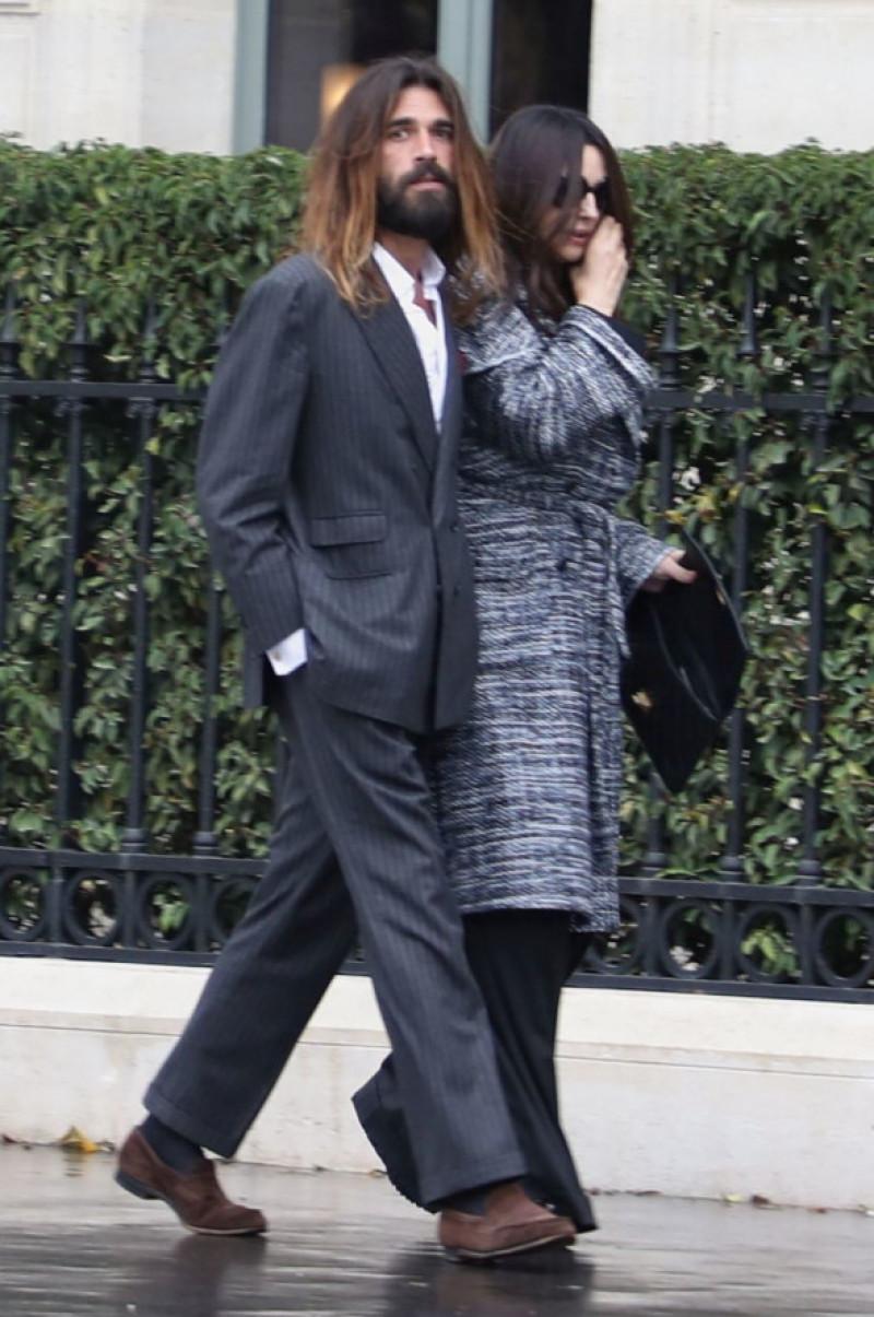 Monica Bellucci la braț cu noul ei iubit