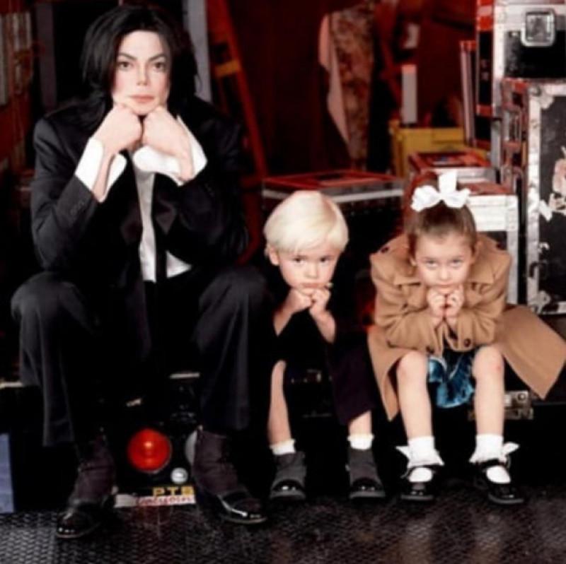 Michael Jackson alături de copiii săi Prince și Paris