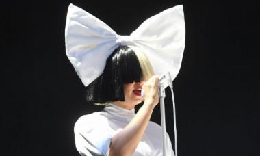 Sia surprinsă fără celebrele peruci. Iată cum arată acum frumoasa artistă