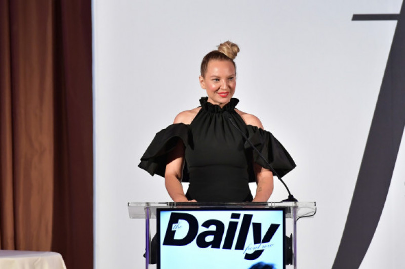 Sia fără perucă la The Daily Front Row Fashion LA Awards 2019