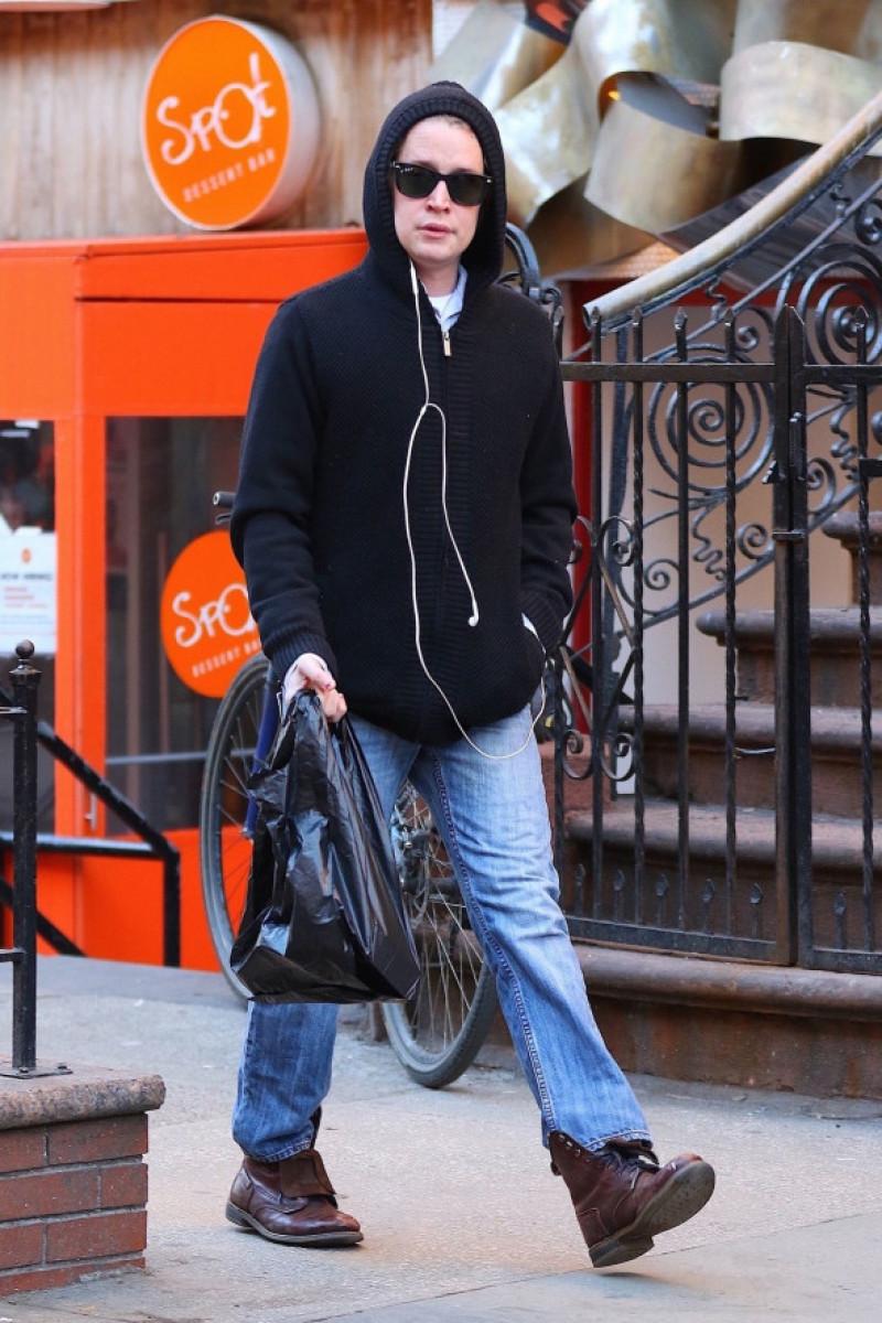 Macaulay Culkin la plimbare prin New York