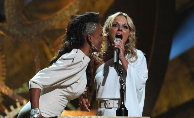 Mel B Geri Halliwell la Brit Awards
