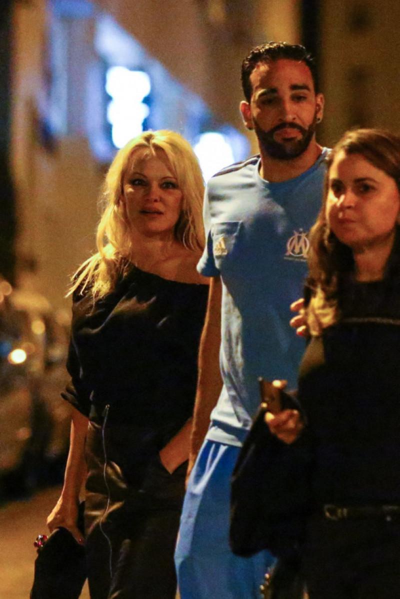 Pamela Anderson alături de iubitul ei Adil Rami