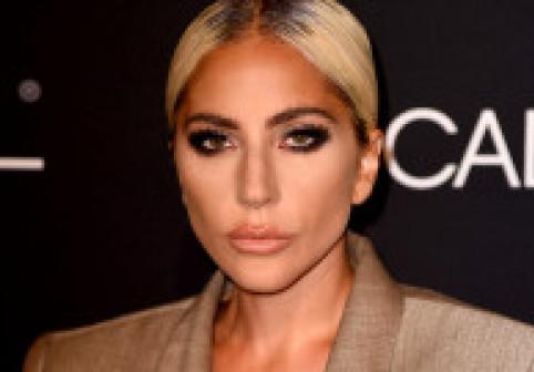 Lady Gaga, una dintre cele mai bizare apariții de la momentul când a îmbrăcat rochia din carne. FOTO