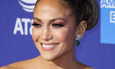 """Selfie cu Jennifer Lopez nemachiată, la primele ore ale zilei: """"Fața de dimineață"""""""