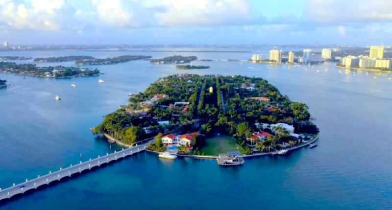 Jennifer Lopez and Alex Rodriguez Just Bought this $40 Million Dollar. Mansion in Miami