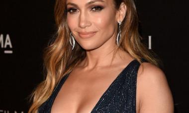 Silueta lui Jennifer Lopez, fără filtre sau editări. Cum arată J.Lo la plajă, când nu știe că e fotografiată