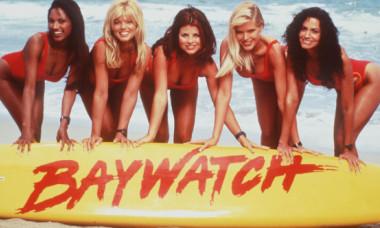 """Era considerată una dintre cele mai frumoase femei din lume. Cum arată Yasmine Bleeth din """"Baywatch"""", la 17 ani de la retragerea din viața publică"""
