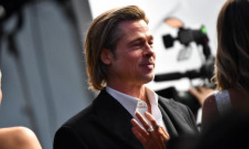 """Cum arată frumoasa blondă care l-a cucerit pe Brad Pitt: """"Cred că am mereu fluturi în stomac când el e prin preajmă"""""""