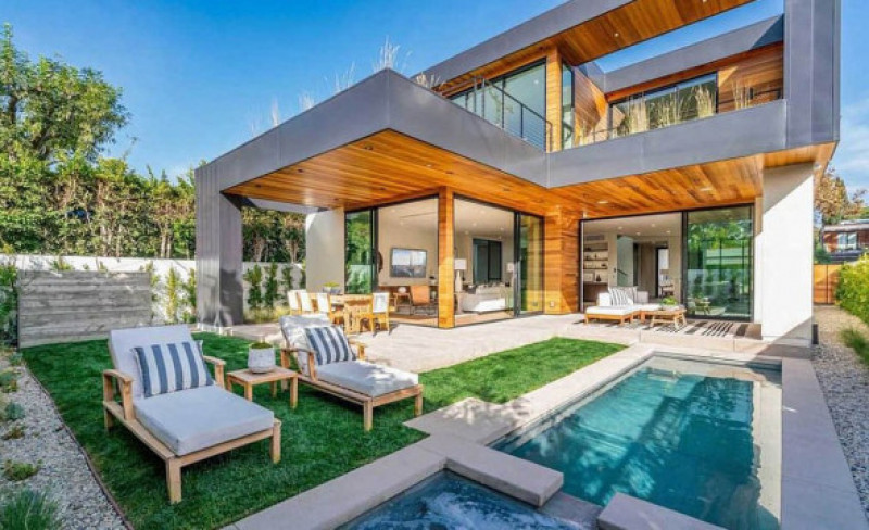 John Legend and Chrissy Teigen have just bought another property to add to their growing collection by spending $5.1 million on this house in West Hollywood, California