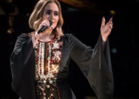 Adele, în aceeași rochie de acum patru ani. Cum arată artista după ce a slăbit peste 40 kg