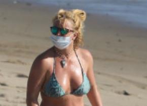 Cum a fost surprinsă pe plajă Britney Spears după ce a fost comparată cu un pacient în comă
