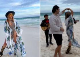 Loredana, spectacol total la plajă: un grup de mariachi i-a făcut serenadă, iar ea a dansat senzual cu un tânăr seducător