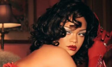 Imaginile controversate cu care Rihanna își promovează noua colecție de lenjerie intimă. Cum au reacționat fanii