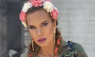 """Anna Lesko, de neignorat într-o salopetă cu decolteu adânc. Fanii au fost plăcut surprinși: """"J.Lo de România"""""""