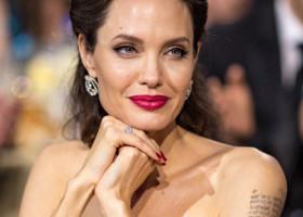 Angelina Jolie, departe de imaginea perfectă pe care o afișează pe covorul roșu. Cum a fost surprinsă actrița pe străzile din LA
