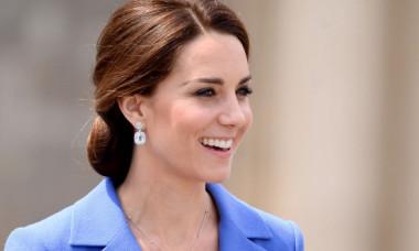 După 8 ani, paparazzii au surprins-o pe Kate Middleton purtând pantaloni scurți. Cum arată Ducesa