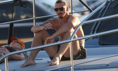 Soția lui Zlatan Ibrahimovic, pe un iaht din Saint Tropez. Cum arată în costum de baie
