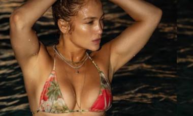 Imaginea de 4 milioane de like-uri în 24 de ore: Jennifer Lopez în costum de baie la 51 de ani