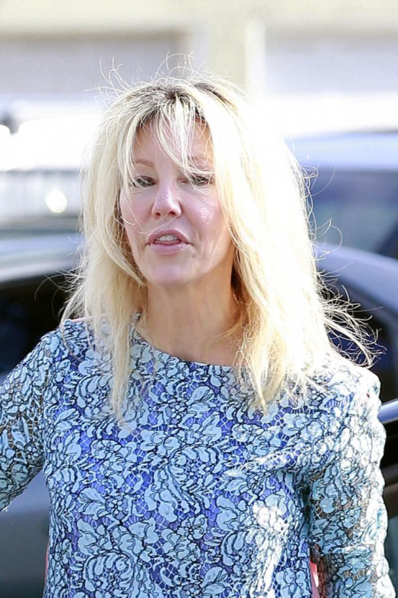 A makeup-free Heather Locklear does some shopping at XIV Karats in Los Angeles