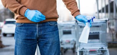 """Mănușile de cauciuc purtate în timpul cumpărăturilor """"pot face mai mult rău decât bine"""". Explicația medicului"""
