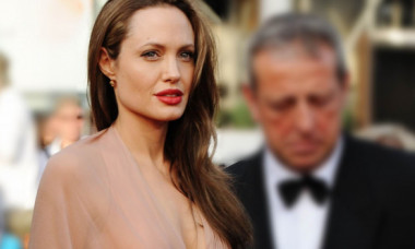 """Rochia care i-a adus Angelinei Jolie porecla """"Prințesa Gotică"""". Iată cum arăta actrița în urmă cu 20 de ani"""
