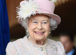 6 lucruri banale pentru omul de rând, pe care Regina Elisabeta a II-a nu le-a făcut niciodată