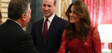 Cât a costat ținuta lui Kate Middleton purtată la prima recepție solo a Prințului William. A fost admirată de toată lumea