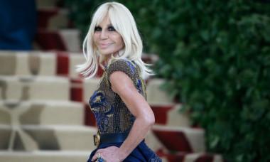 Cum arăta creatoarea Donatella Versace înainte să se opereze. Puțini au văzut aceste poze cu ea din tinerețe