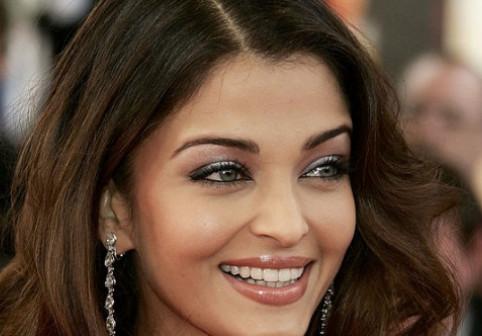 În '94 a fost aleasă cea mai frumoasă femeie din lume, dar la 45 de ani e și mai impresionantă. Cum arată acum indianca Aishwarya Rai