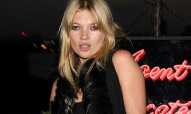 """Kate Moss, pe coperta revistei Vogue la 46 de ani. Imaginea a făcut senzație printre fani: """"Îmi amintești de ce ești supermodel!"""""""