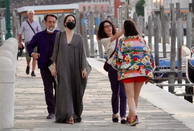 Angelina Jolie, surprinsă la Veneția